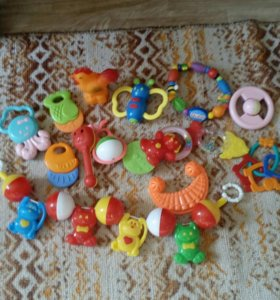 Погремушки,прорезыватели,игрушки