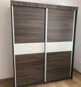 Мебель в спальную: шкаф, кровать и комод, зеркало