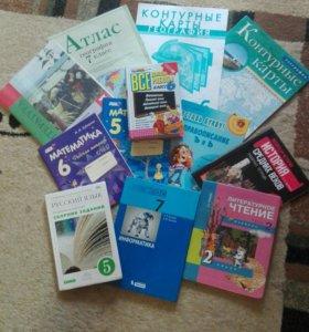 Много учебников , тетрадей
