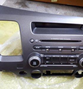 (Б/у) Оригинальная магнитола на Honda Civic 4D