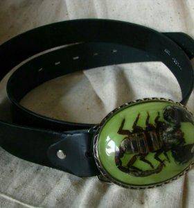 Ремень со светящейся пряжкой и скорпионом внутри