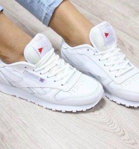 Кроссовки белые Reebok