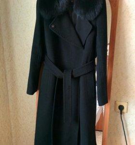 Пальто шерстяное с воротником из песца нат.