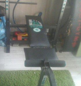 Силовой тренажер (скамья и штанга с блинами)