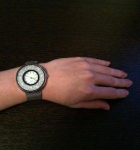 Часы новые со стразами