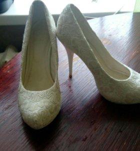 Свадебное платье, свадебные туфли