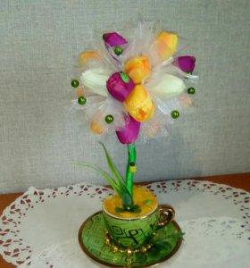 Деревце с тюльпанами