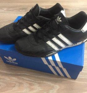 Кроссовки Adidas в идеальном состоянии.