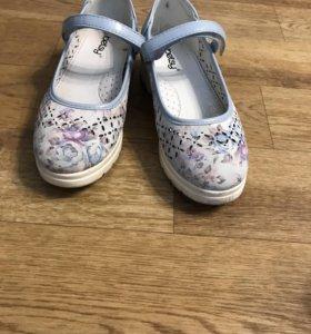 Туфли для девочки кожаные
