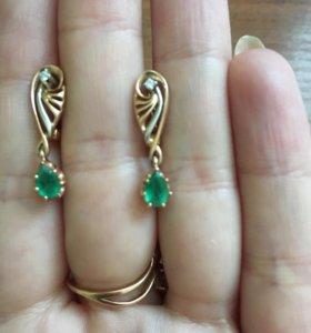 Золотые серёжки с бриллиантом и изумрудом