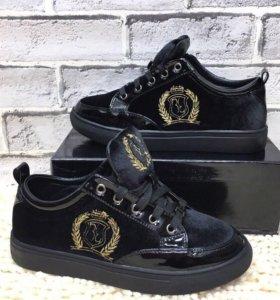 Новые фирменные ботиночки