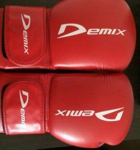 Боксерские перчатки Demix