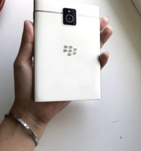 Телефон Blackberry Pasport