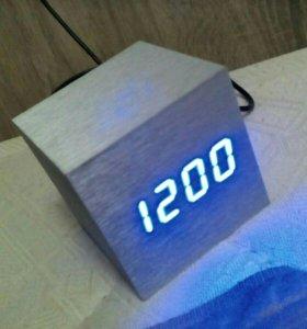 Часы которые показывают градус, времы, дату.