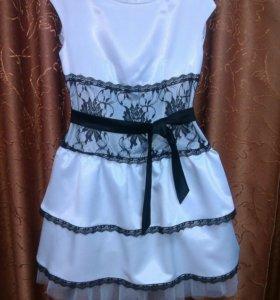 Платье атласное с черным кружевом