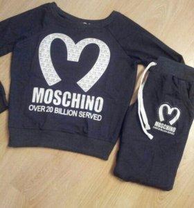 Костюм Moschino