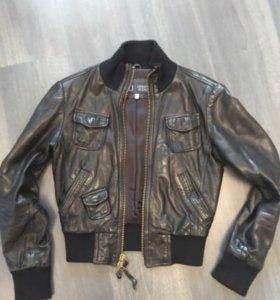 Кожаная куртка Armani, размер 40