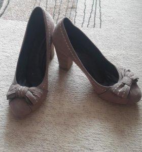 Продам замшевые туфли и ботильоны