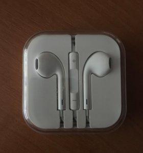 Наушники EarPods.