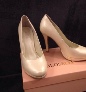 Свадебные туфли жемчуг