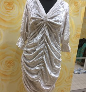 Белое велюровое платье в одном экземпляре
