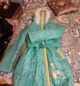 Пальто для девочки- демисезонное.
