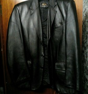 Продам кожаную куртку бу 54 размер