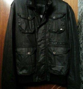 Продам красивую фирменную куртку размер L 50,52
