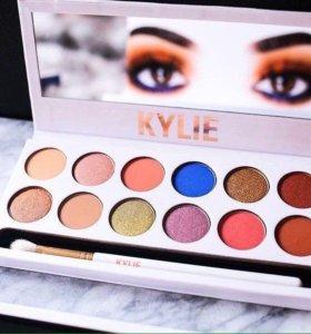 Палетка теней Kylie The Royal Peach Palette