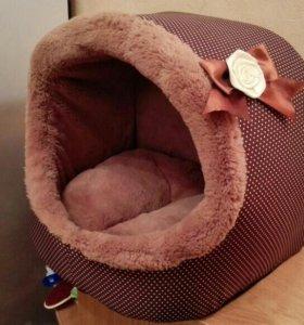 Плюшевый домик для кошечки или маленькой собачки