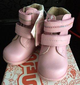 Новые ясельные ботинки на байке размер 19