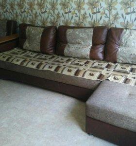 Угловой диван с отоманкой и кресло