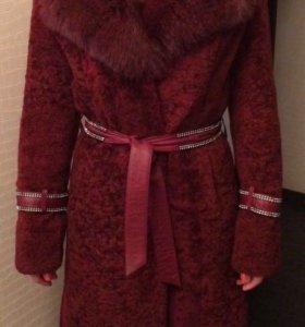 Мутоновое пальто с песцовым воротником