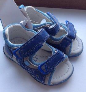 НОВЫЕ сандалики 22 размер