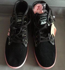 Новые кроссовки из натуральной замши