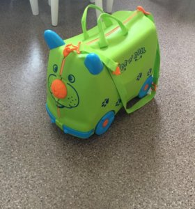 Детский чемодан каталка