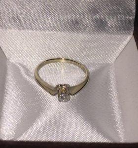 Золотое кольцо из белого золота с брильянтом 15к