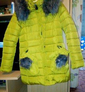 Зимняя куртка с варежками.