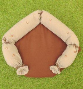 Лежанка коричнево-бежевая