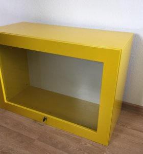 Шкаф витрина с замком