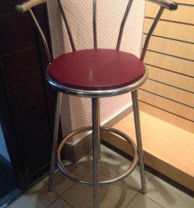 Барные стулья и стол