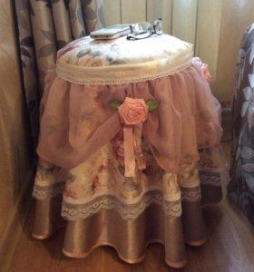 Пуф,прикроватный столик,подставка под цветы