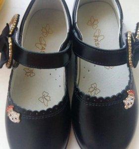 Новые туфли на девочку 29