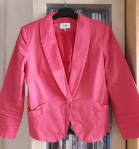Яркий розовый пиджак