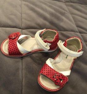Продаю сандали