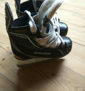Хоккейные коньки Bauer.