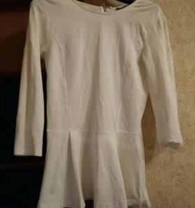 Белая блуза с баской