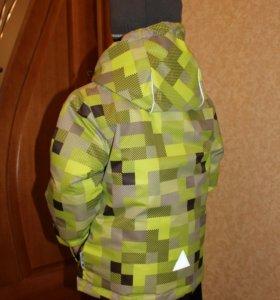 Демисезонная куртка на мальчика р-р 110