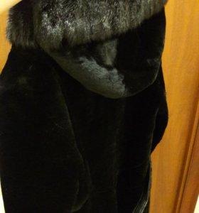 Шуба из мутона с капюшоном со вставками из норки