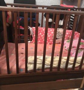Детская кроватка б/у с матрасом